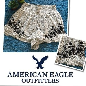 American Eagle Floral Embroidered Shorts Small